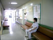 外来診察室前